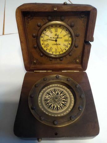Дървена ретро кутия с часовник и компас
