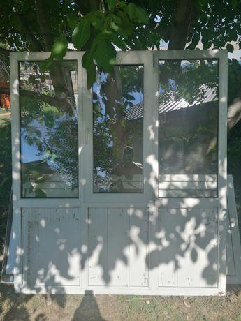 Продам б/у пластиковые окна и дверь .