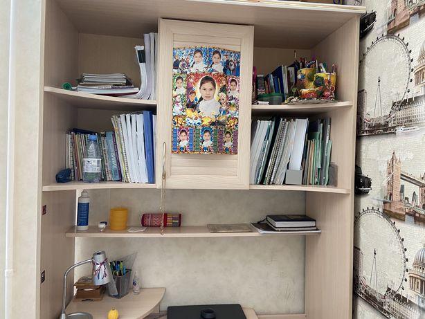Детский шкаф со столом и стулом