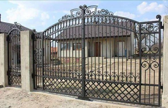 Врати, огради, парапети, решетки от ковано желязо