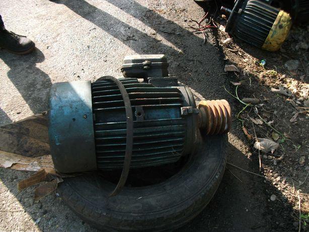 Motor trifazic de strung si freza