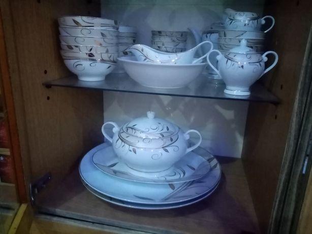 Продается чайно—столовый сервиз.