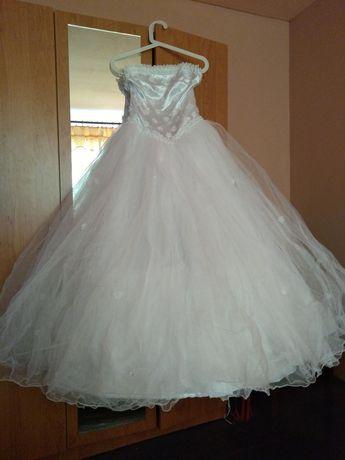 Свадбена рокля