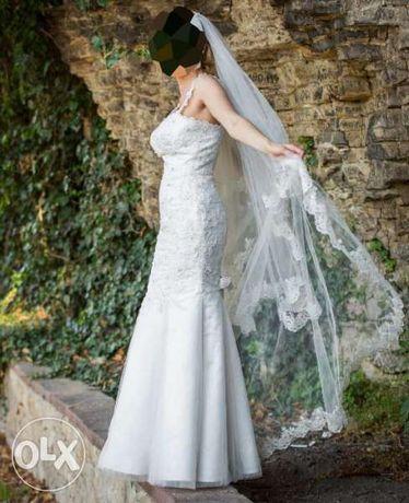 Сватбена рокля с дантелен гръб и връзки