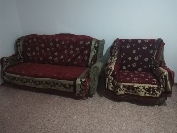 Срочно продам диван с двумя креслами