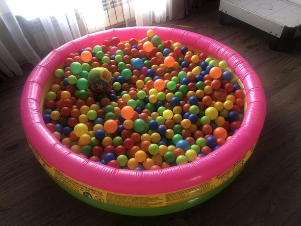 Детский сухой бассейн с шарами