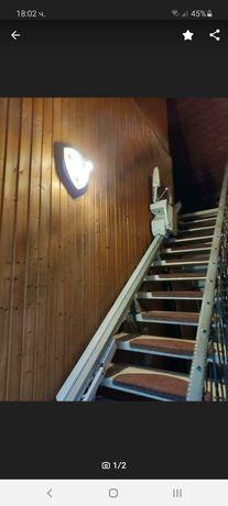 Инвалиден стълбище асанснсьор