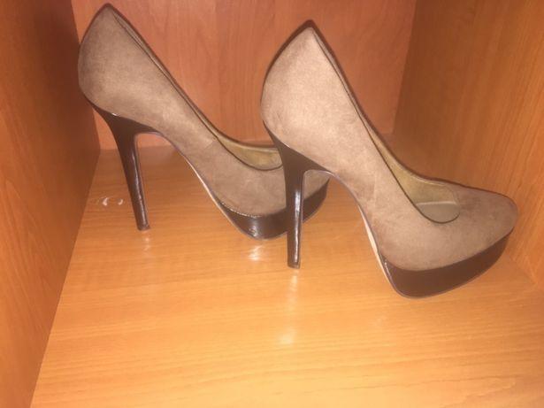 Vând pantofi bershka