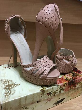 Дамски обувки с токчета, сандали