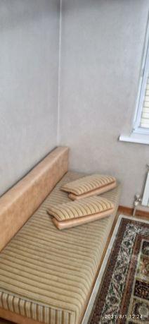 Диван мягкая с подушками