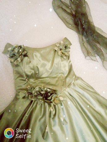 Продам шикарное вечернее платье. Подходит для любого торжества.