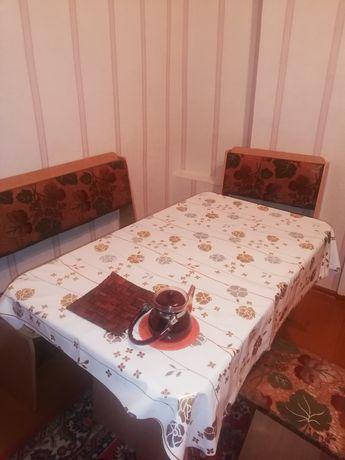 Срочно продам кухонный стол с угловым диваном
