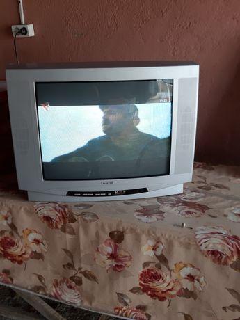 Televizor de vanzare,Claiton diagonala 52 cu telecomanda gri bine intr