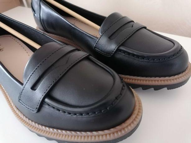 Pantofi Clarks noi