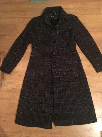 Пальто осеннее продам