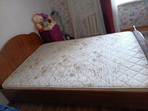 Продам кровать двуспальная, ширина -140см, длина 183см