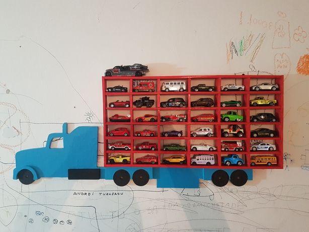 Suport din lemn pentru mașinuțe tip camion