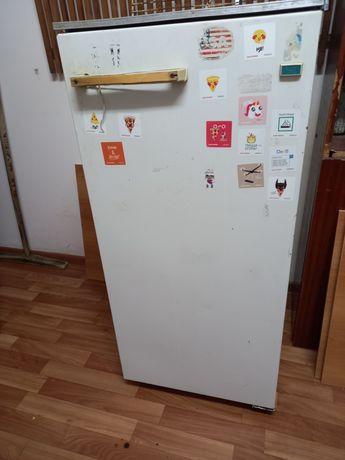 Холодильник советскии