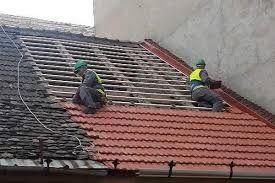 Executam acoperisuri si reparatii