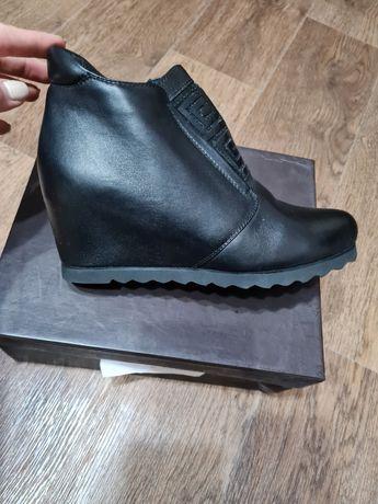 Осенние ботинки чёрные