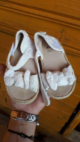 Sandalute H&M