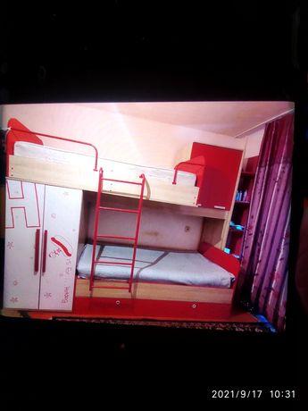 Детская двухъярусная кровать , качественная ,