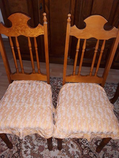 Huse pe scaune din material