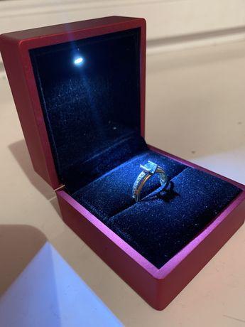 Футляр с подсветкой для кольца