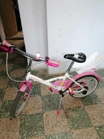 Vând bicicleta BTWIN 16 inchi, stare bună de funcționare.