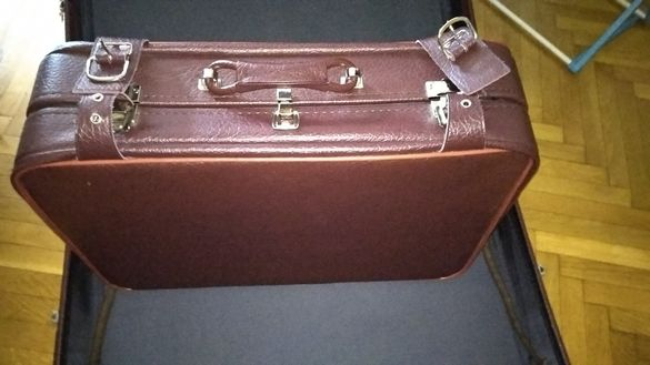 Уникални! Куфар от изкуствена кожа от времето на соца.Остана само малк
