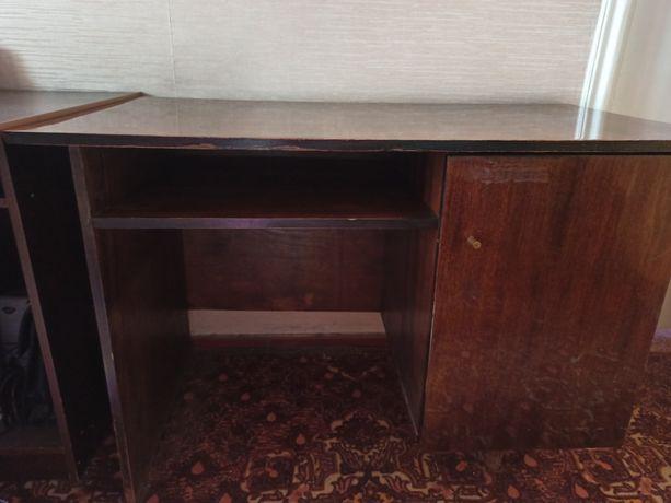 Продам деревянный письменный стол