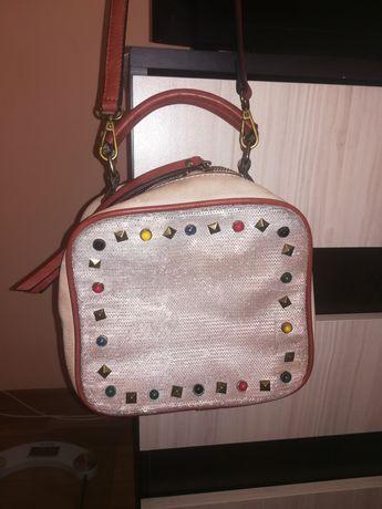 Малка спортно-елегантна чанта