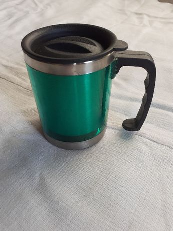 чаша термо зелена с капак подходяща за къмпинг