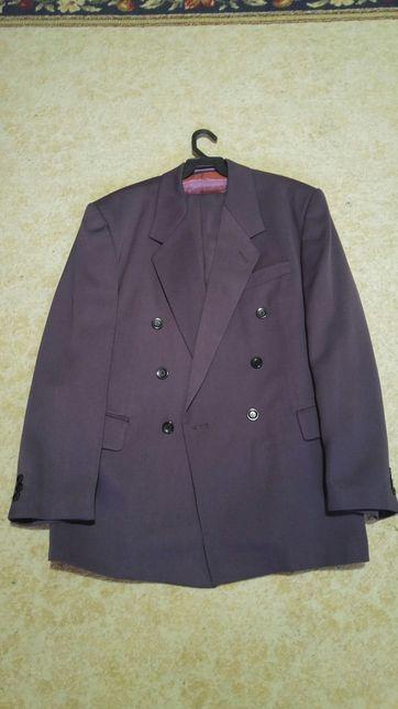 2 costume f putin purtate pe negru 46cu talia2 si mov 48 cu talia 2