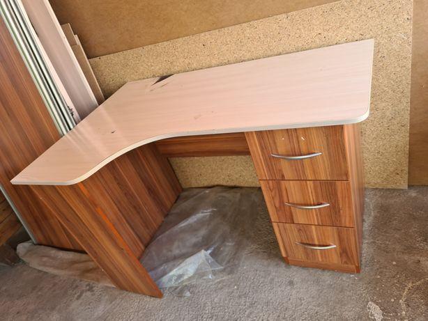 Стол письменный продам, под компьютер