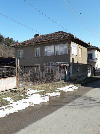 Двуетажна къща в гр Чипровци. ПРОДАВА СЕ!!!
