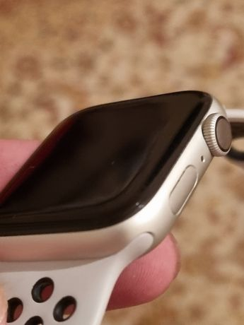 Apple watch 4 44m Nike+