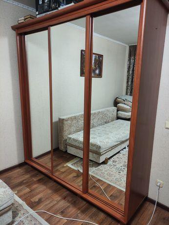 Продам зеркальный шкаф б/у