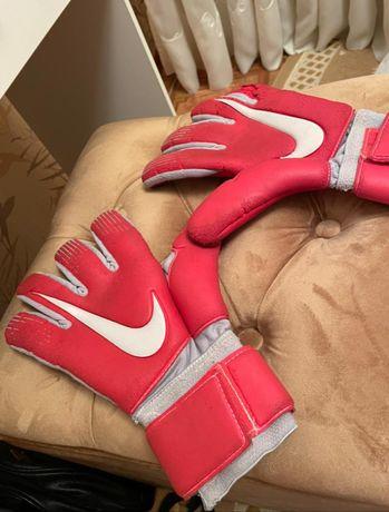 Профессиональные перчатки для футбола