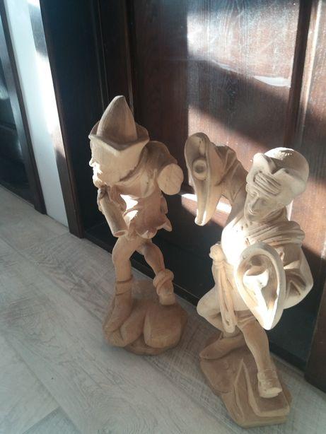 Statuete sculptate in lemn