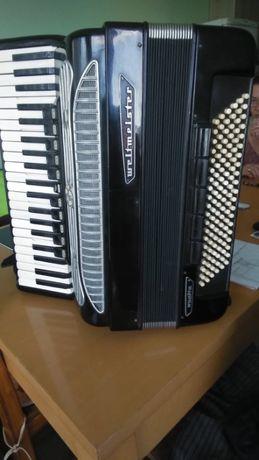 Продавам акордеон Велтмайстер Супита 521