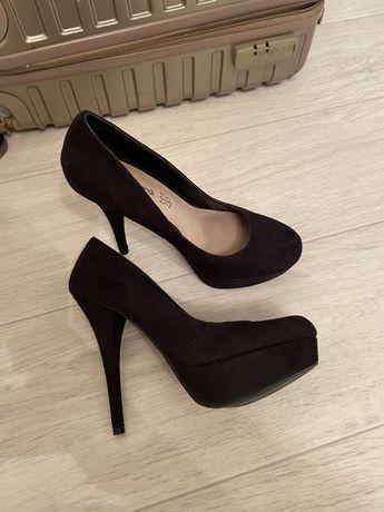 Продам черные замшевые туфли