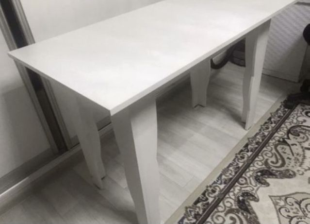 Продам новый стол и стулья
