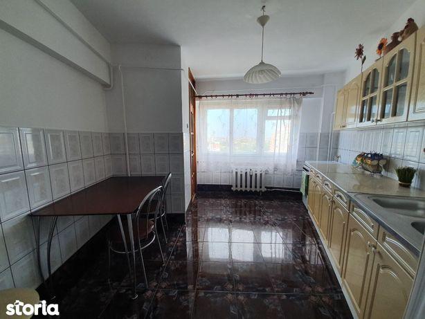 Vand apartament 3 camere decomandat, Intim