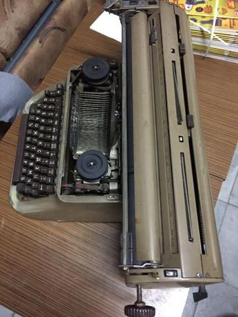 Стара пишеща машина ГДР