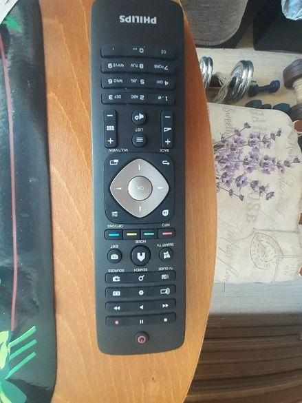 продавам смарт дистанционо за телевизор филипс амбилайт с клавиатура
