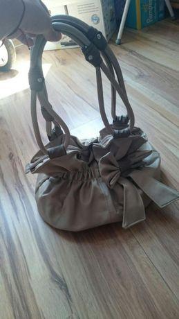 Дамска чанта в бежов цвят