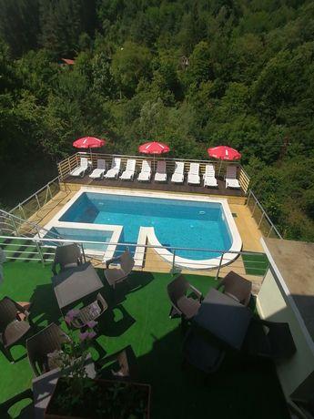 """Къща за гости с топъл басейн """"Шипково хилс"""""""