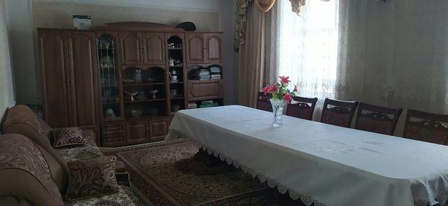 Стол для гостевой комнаты       .