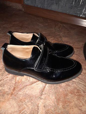 Продам школьные туфли на мальчика 30 размер